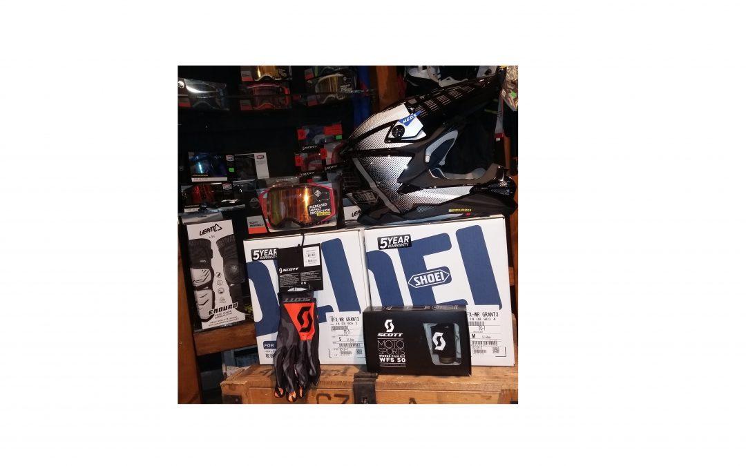 """Nasz sklepowy kącik dla """"Motocrossowców"""" powiększył się o kolejne kaski SHOEI VFX-WR w malowaniach Blazon i Grant! W stałej ofercie pozostają również pozostałe modele!"""