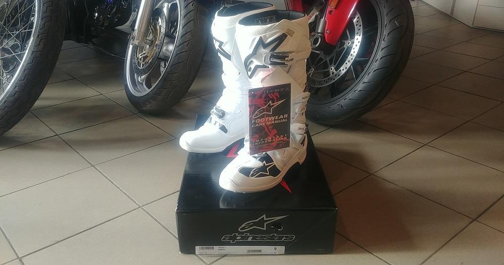ALPINESTARS TECH 7 do kupienia w naszym sklepie! Znakomite buty OFF ROAD w śnieżnobiałym kolorze!